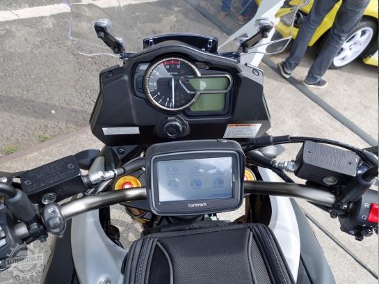 Suzuki-VStrom-1000-Cockpit