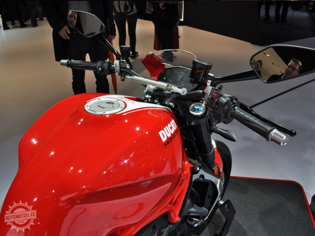 Ducati-Monster-1200-R-1