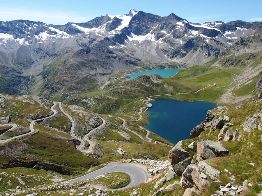 Bild via https://escoinbicievadoaroma.wordpress.com/pedalare-in-salita/colle-del-nivolet-to-mt-2612-slm/